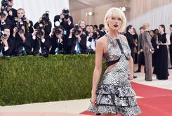 Radio DJ Says Touching Of Taylor Swift's Ass Was Unintended