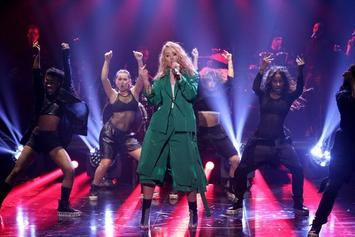 "Iggy Azalea Performs ""Team"" On Jimmy Fallon"