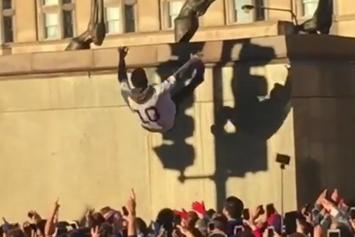 """Chicago Cubs Fans Are Doing Insane """"Trust Falls"""" At The Championship Parade"""