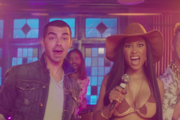 "DNCE Feat. Nicki Minaj ""Kissing Strangers"" Video"