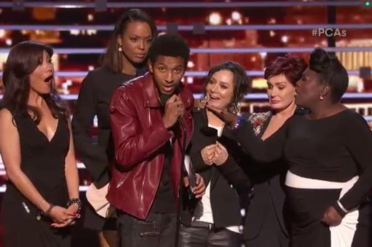 Random Guy Crashes People's Choice Awards, Shouts Out Kevin Gates & Kanye West