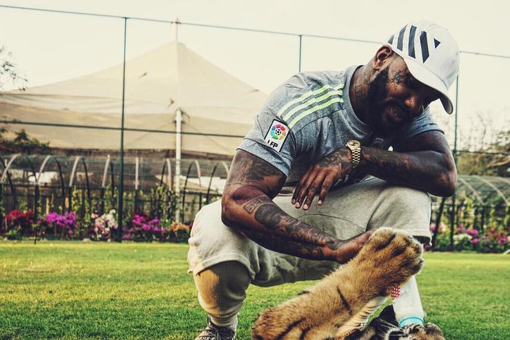 The Game hanging out with a Tiger