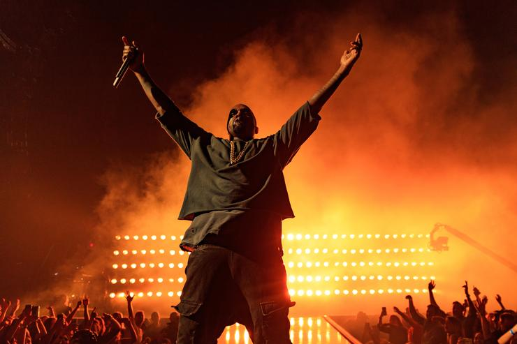 Kanye West performs iHEartRadio Festival