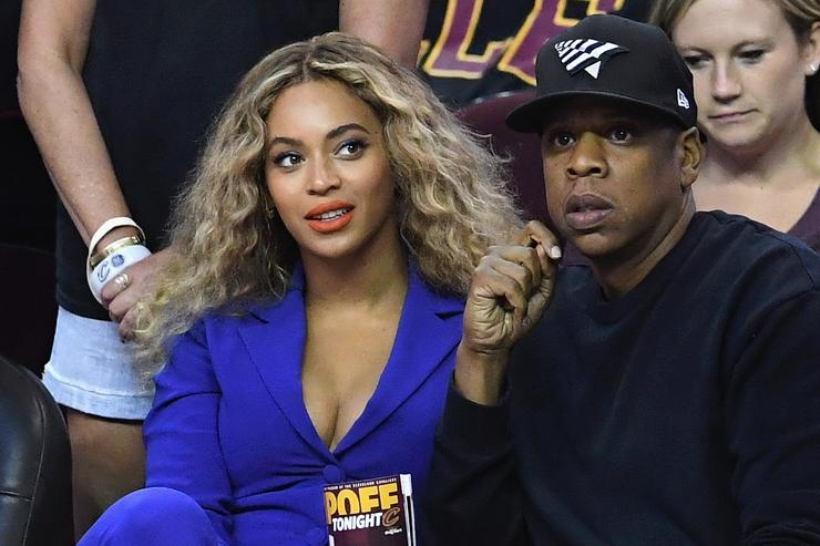 Beyonce and Jay Z at NBA game