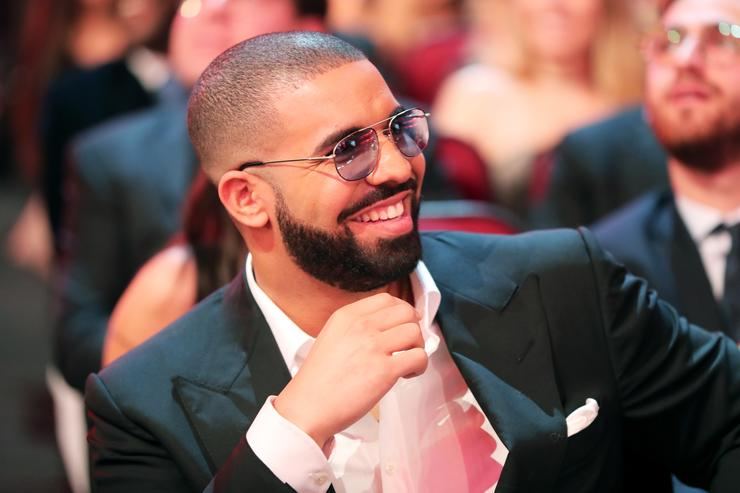 Drake at the 2016 AMAs